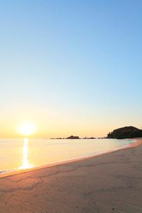 伊勢志摩・市後浜と朝日の写真素材 [FYI02563334]