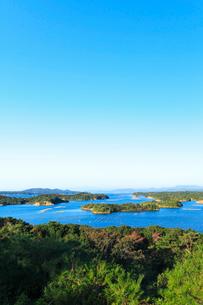 伊勢志摩・登茂山公園桐垣展望台より英虞湾の島々を望むの写真素材 [FYI02563419]