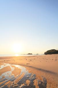 伊勢志摩・市後浜と朝日の写真素材 [FYI02563467]