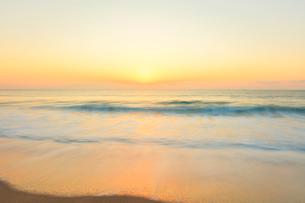 朝の海の写真素材 [FYI02564120]