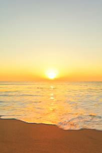 海と朝日の写真素材 [FYI02564213]