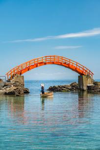 新潟県 佐渡島 小木のたらい舟の写真素材 [FYI02567090]