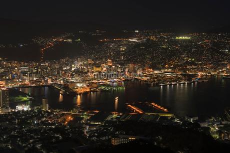 稲佐山から見る長崎の夜景の写真素材 [FYI02567470]