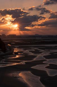 干潮の新舞子干潟の写真素材 [FYI02567756]