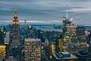 ニューヨーク・トップオブザ・ロックからの夜景の写真素材 [FYI02567938]