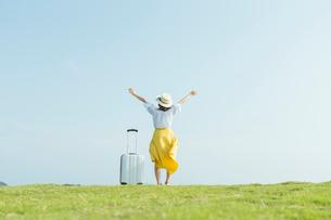 旅行を楽しむ女性の写真素材 [FYI02568121]