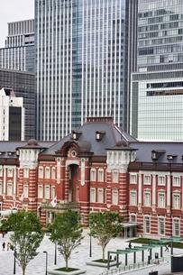 丸ビルより望む東京駅の写真素材 [FYI02568167]