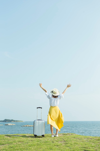 旅行を楽しむ女性の写真素材 [FYI02568255]