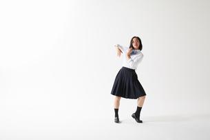 ダンスをする女子高生の写真素材 [FYI02568940]