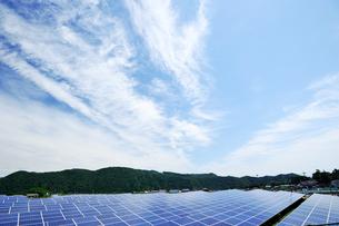 愛川ソーラーパークの太陽光発電施設の写真素材 [FYI02569051]
