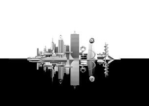 水面に映るモノトーン調の未来都市の写真素材 [FYI02569677]