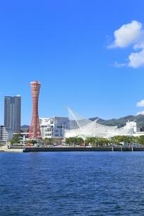 神戸メリケンパークと神戸市街の写真素材 [FYI02569970]