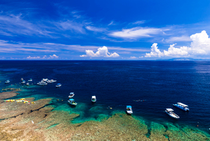 真栄田岬の海岸の写真素材 [FYI02570081]