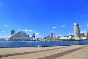 神戸メリケンパークと神戸市街の写真素材 [FYI02570304]