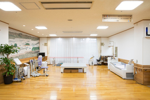 介護施設の機能訓練室の写真素材 [FYI02572343]