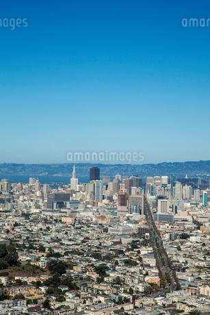 ツインピークスより望むサンフランシスコ市街 アメリカの写真素材 [FYI02595789]