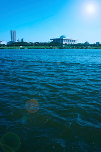 国会議事堂と漢江 ソウルの写真素材 [FYI02596301]