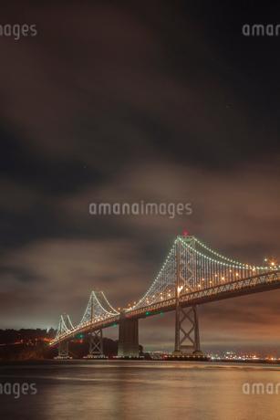 ベイブリッジの夜景 サンフランシスコ アメリカの写真素材 [FYI02596414]