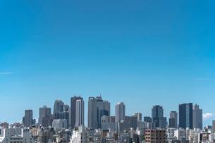 新宿副都心高層ビル群と青空の写真素材 [FYI02598484]
