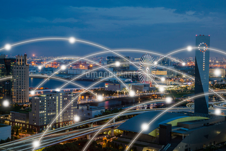 東京の街並みと光のネットワーク 合成の写真素材 [FYI02598661]