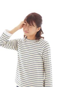 頭が痛い若い女性の写真素材 [FYI02604365]