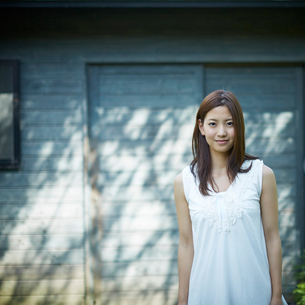 若い女性のポートレートの写真素材 [FYI02615022]