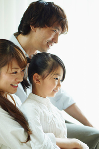 家族の横顔の写真素材 [FYI02615206]