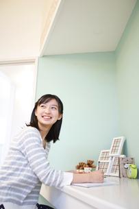 勉強をする女の子の写真素材 [FYI02615393]