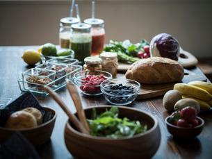 テーブルの上の朝食の写真素材 [FYI02616140]