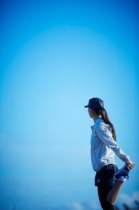 ストレッチをするミドル女性の写真素材 [FYI02617054]