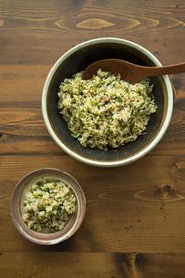 玄米の混ぜご飯の写真素材 [FYI02617703]