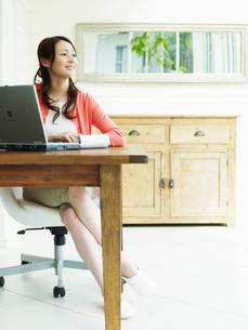 ホームオフィスの女性の写真素材 [FYI02618203]