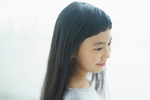 女の子の横顔の写真素材 [FYI02619644]
