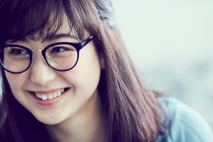 メガネをかけた女性の写真素材 [FYI02619687]