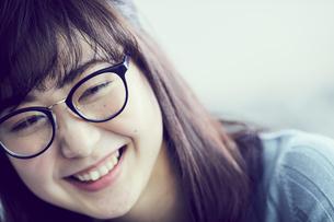 メガネをかけた女性の写真素材 [FYI02620244]