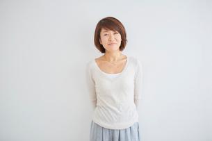 40代女性のポートレートの写真素材 [FYI02620344]