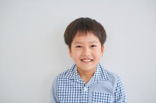男の子のポートレートの写真素材 [FYI02620577]