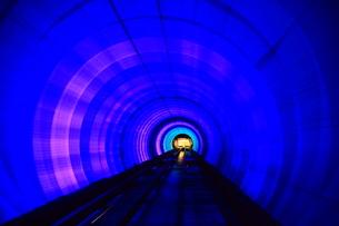 外灘観光隧道のイルミネーションの写真素材 [FYI02621066]