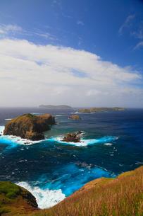 小笠原諸島母島より 台風接近中の鰹鳥島と丸島瀬戸の写真素材 [FYI02621190]