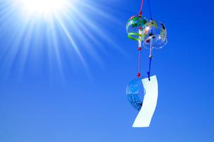 風鈴と太陽の写真素材 [FYI02622073]