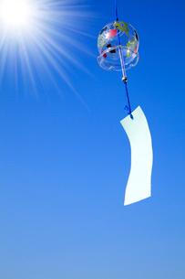 風鈴と太陽の写真素材 [FYI02622149]