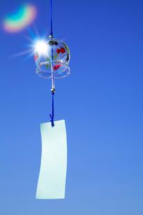 風鈴と青空の写真素材 [FYI02622159]