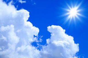 入道雲と太陽の写真素材 [FYI02622164]