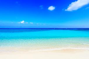沖縄波照間島 ニシ浜と海の写真素材 [FYI02626425]