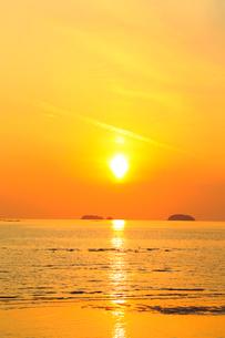 播磨灘の海と夕日の写真素材 [FYI02627128]
