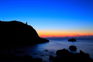 足摺岬灯台と朝焼けに海の写真素材 [FYI02627988]