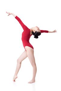 Female gymnast performing rhythmic gymnasticsの写真素材 [FYI02629624]