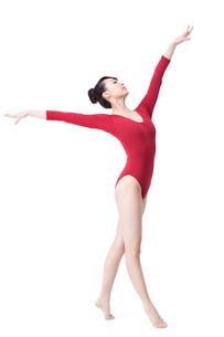 Female gymnast performing rhythmic gymnasticsの写真素材 [FYI02629721]