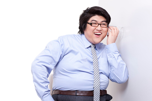 Overweight businessman doing eavesdroppingの写真素材 [FYI02630468]