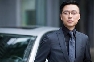 Portrait of mid adult businessmanの写真素材 [FYI02637586]